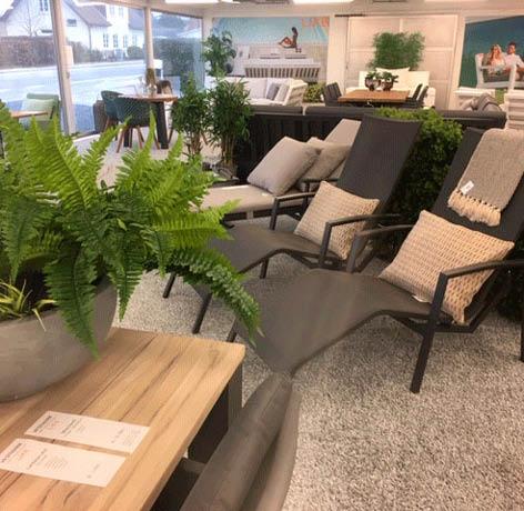 Udstilling med havemøbler fra Vestmarks butik